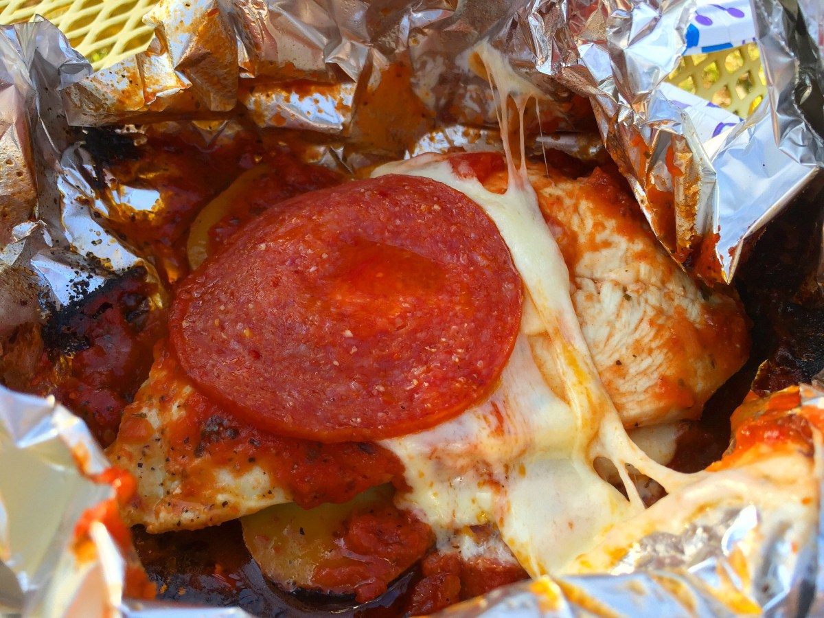 Cheesy Pepperoni Chicken :: Hobo Dinner (simple, yummy camp food)